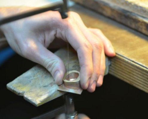 עבודת ניסור בטבעת חלולה
