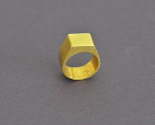 טבעת גבר חלולה מצופה זהב (עמוס מ.)