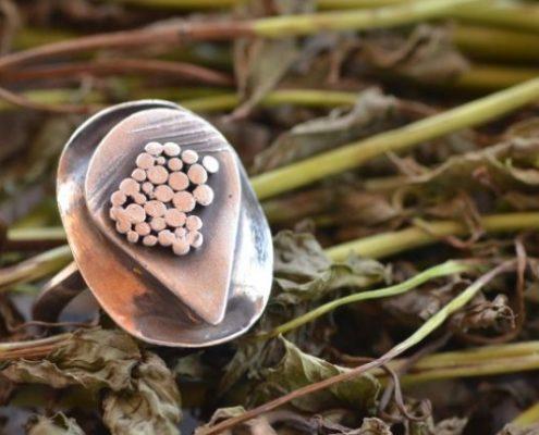 טבעת כסף בעבודת יד בעיטור גרנולציה שטוחה