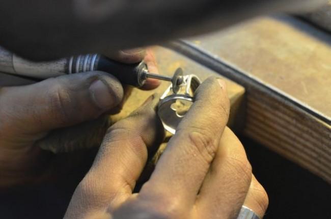 גימור טבעת בתהליך עבודה