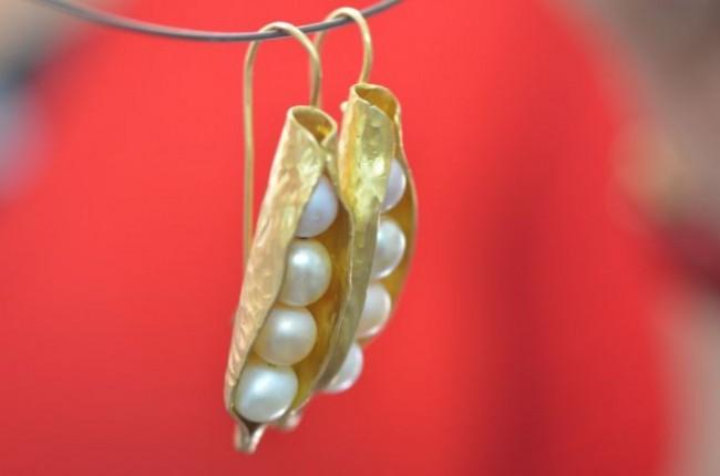 עגילים בציפוי זהב בעבודת יד ושילוב פנינים (רותי מ.)