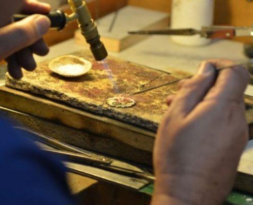 תיקון תליון זהב בהלחמה