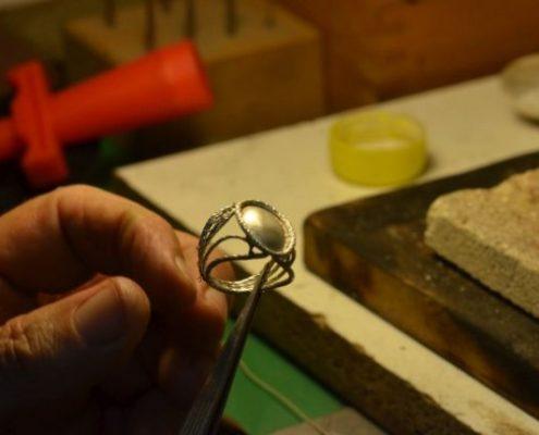הלחמת חלקי עיטורי פיליגרן לטבעת כסף