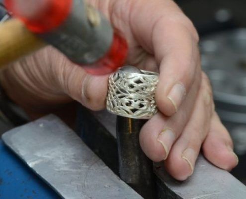 ריקוע טבעת כסף בעבודת יד