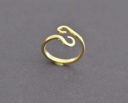 טבעת בעבודת יד (עמוס מ.)