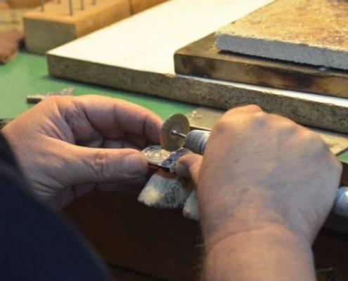 חיתוך זכוכית עתיקה וליטושה