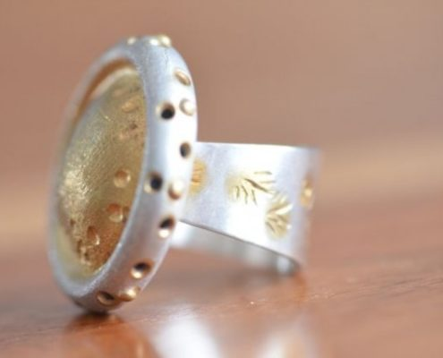 טבעת כסף וזהב בעבודת יד בעיטורי הטבעות קישוט