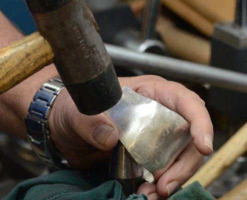 ריקוע צמיד כסף בעבודת יד